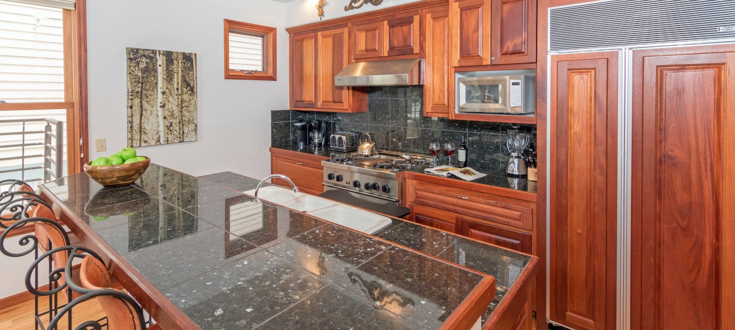 telluride-rentals-pacific-street-townhouse-large-kitchen