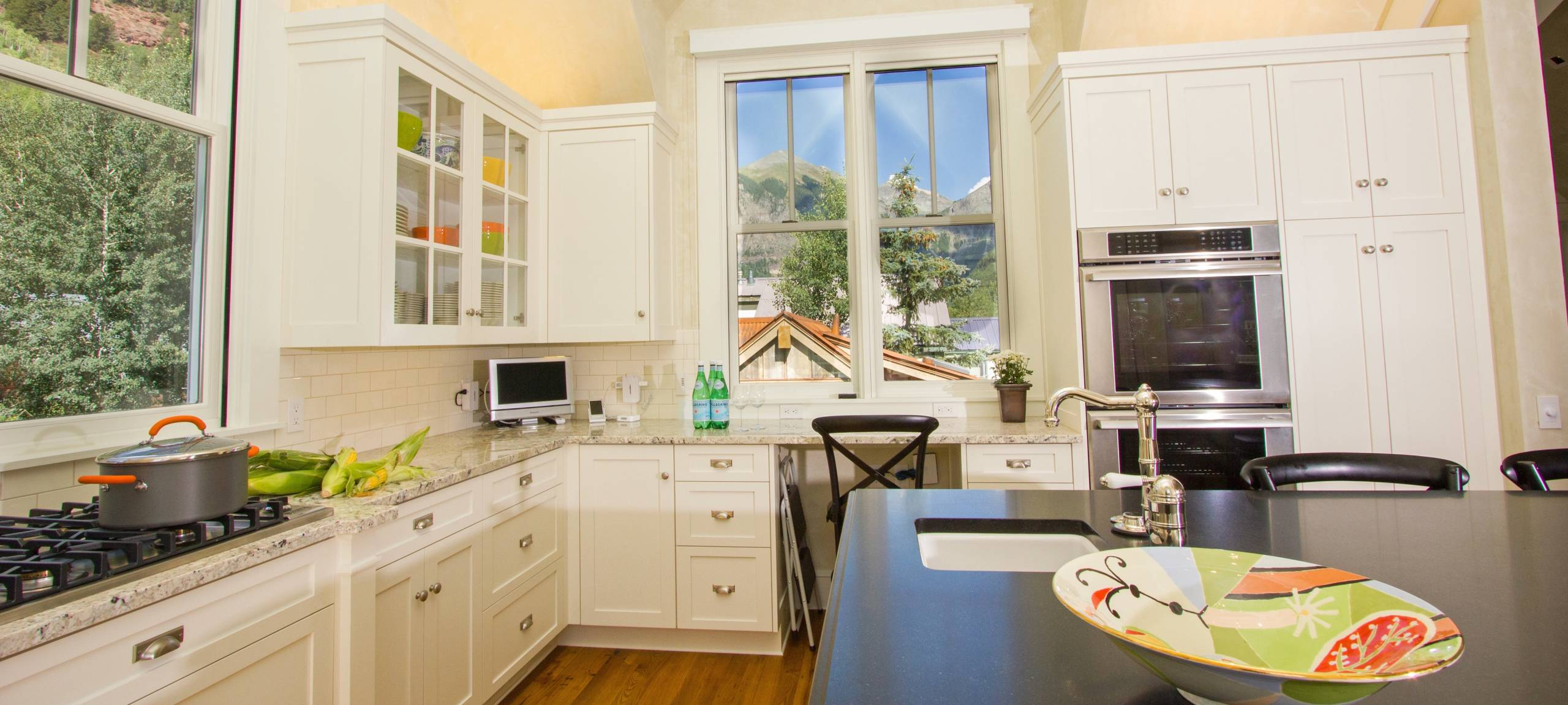 Telluride-rentals-spruce-house-large-kitchen