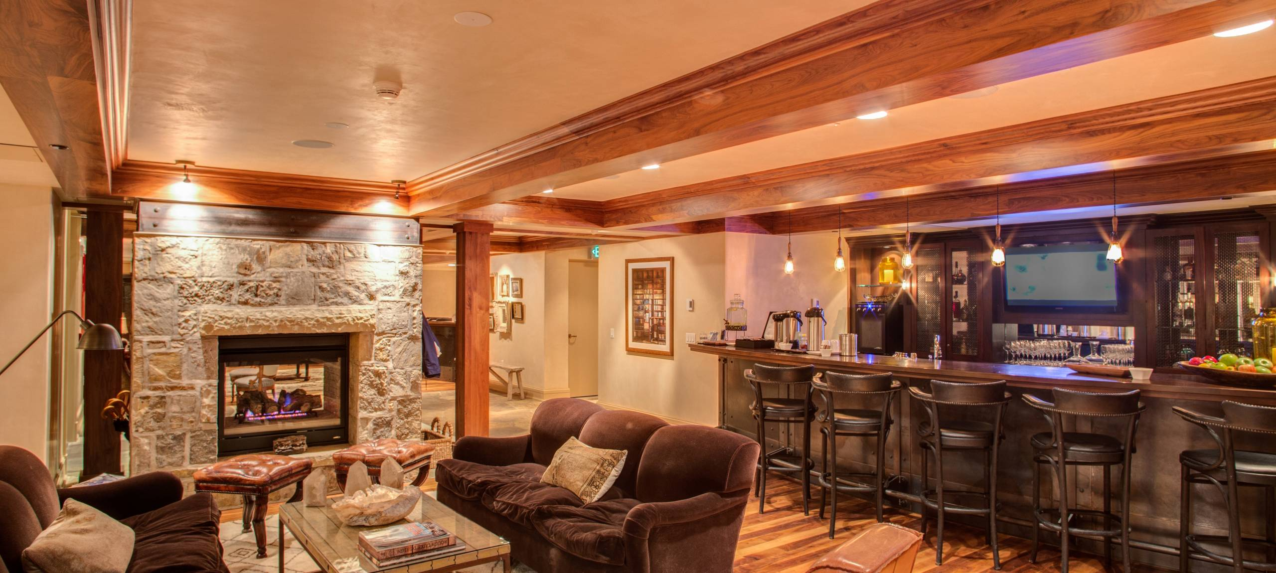 Telluride-Rentals-Cascades-Bar-and-seating