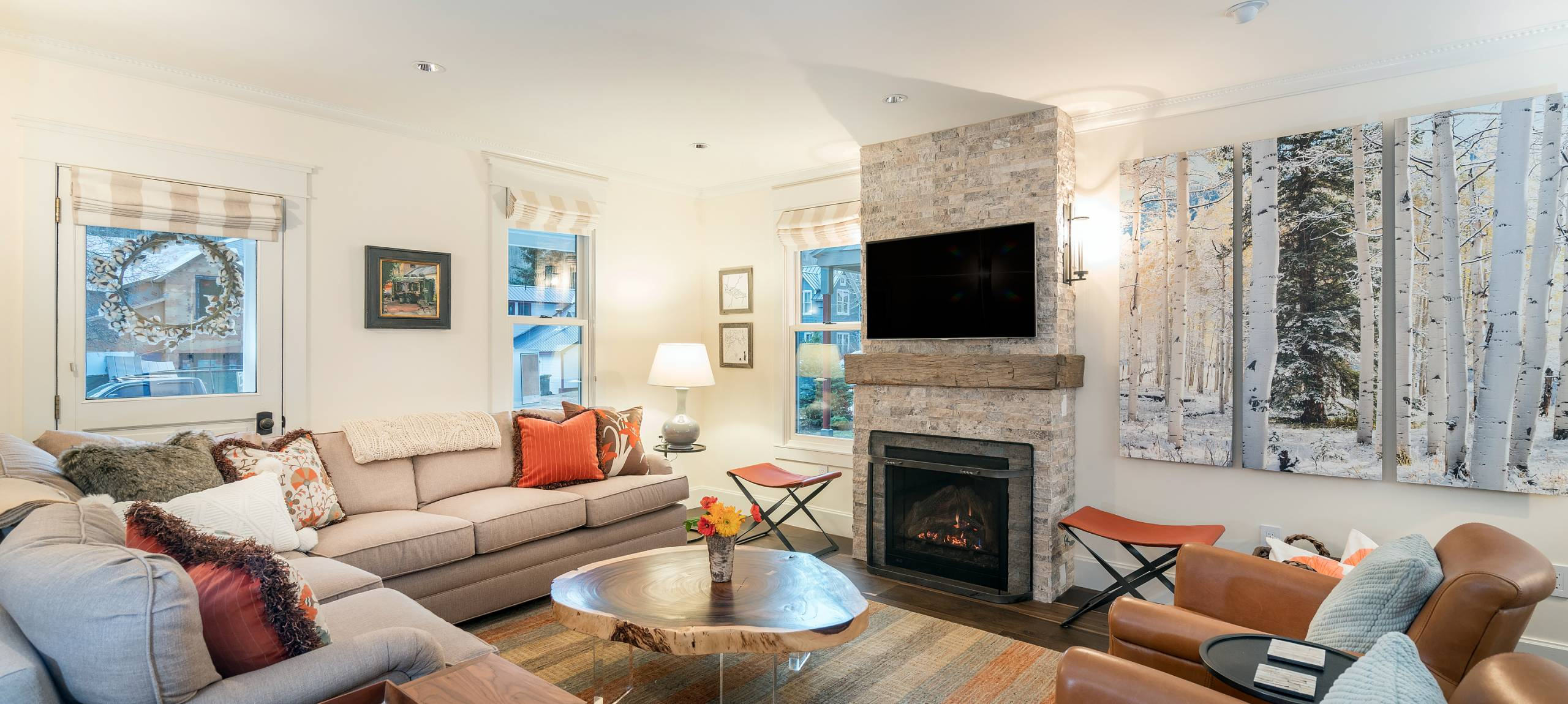 Telluride-rentals-the-bridal-veil-living-area-fireplace