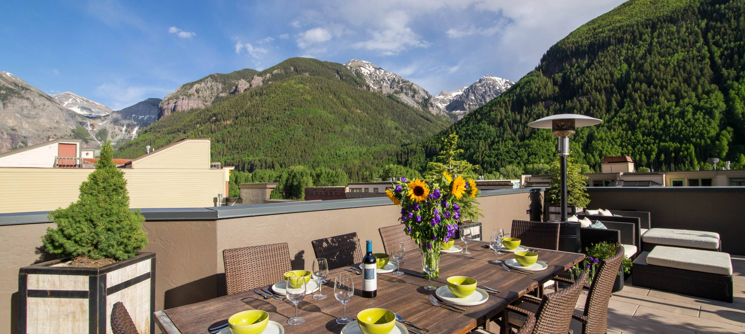 Telluride-rentals-trulux-penthouse-outside-dining