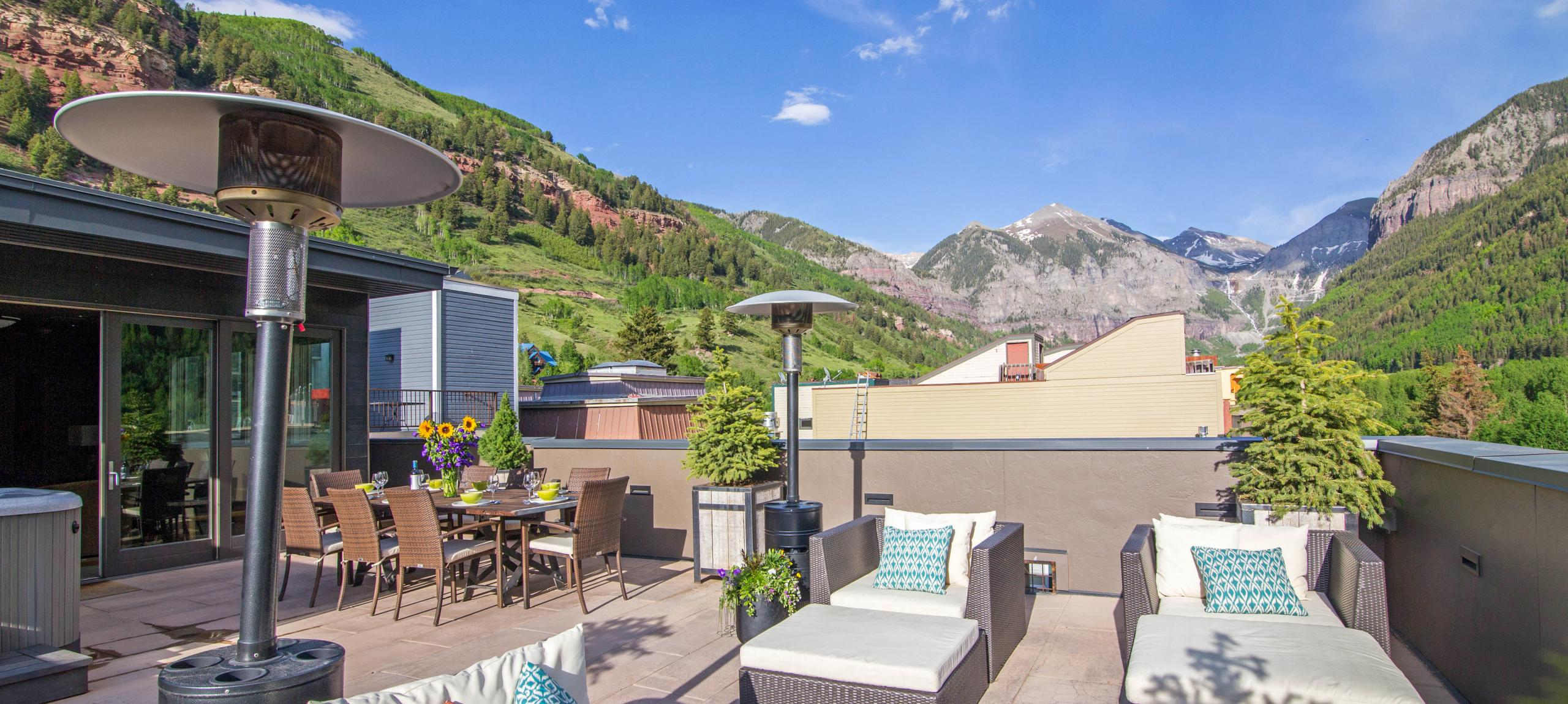 Telluride-rentals-trulux-penthouse-deck-seating